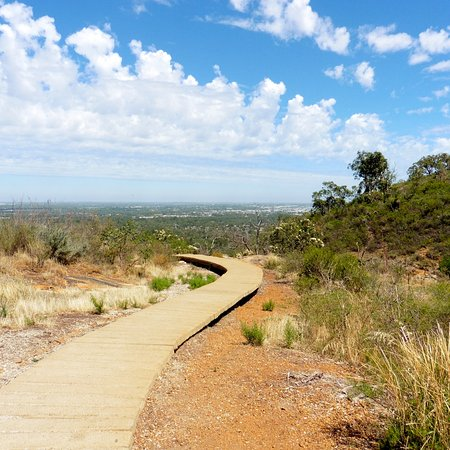 Lesmurdie, Australia: part of the walk