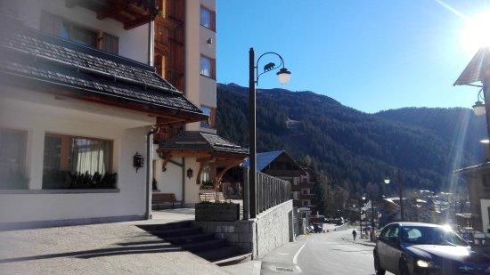 Hotel Campiglio Bellavista: Posizione esterna.
