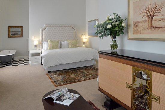 Riebeek Kasteel, South Africa: Vineyard Views Country House Ground Floor Suite