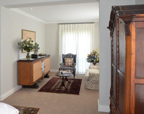 Riebeek Kasteel, South Africa: Vineyard Views Country House Ground Floor Suite Lounge