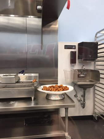 Woodbridge, VA: cook-prep area