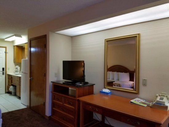 Hospitality Inn: King Suite with kitchenette