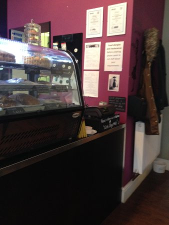 Mold, UK: A nice clean tidy coffee shop with friendly helpful staff