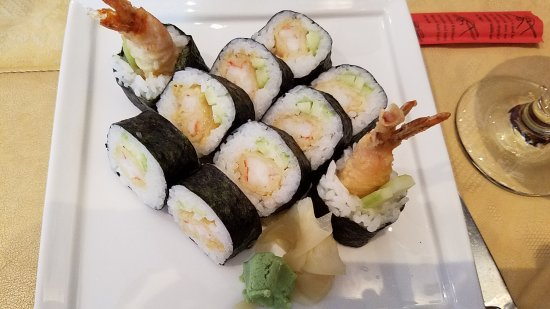 Thai Orchid: mixed tempura sushi