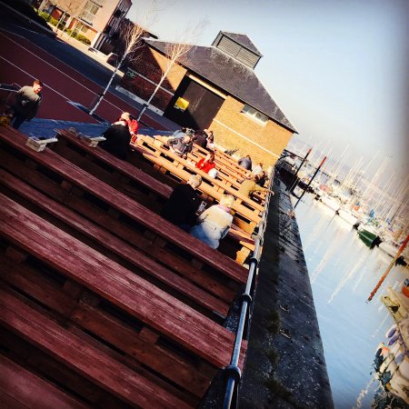Gosport, UK: The Victualler Harbourside Bar & Restaurant