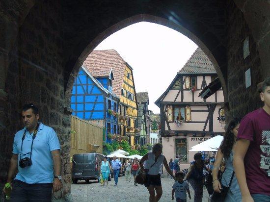 Vieille Ville : arc de la tour