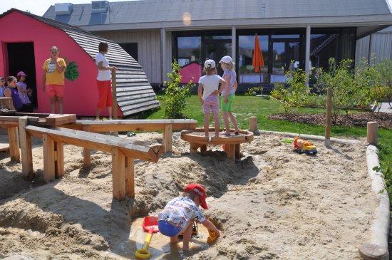 Bio Bengelchen Garten Wasserspielplatz Sandbaustelle