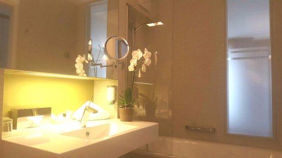 Badezimmer Mit Badewanne Doppelzimmer - Picture Of Nymphe ... Badezimmer Mit