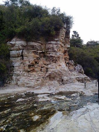 Wai-O-Tapu Thermal Wonderland: Rock formations
