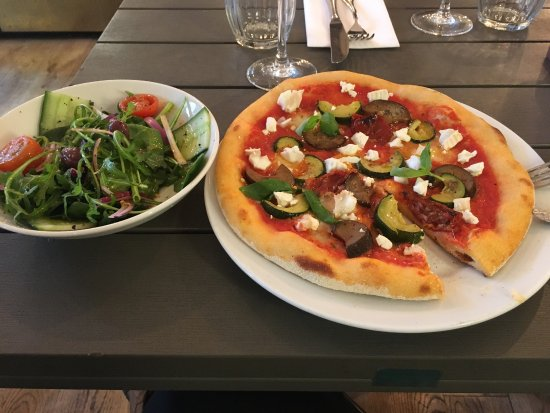 Strada: £5.00 For a pizza or pizzetta on Mondays !! Yes please