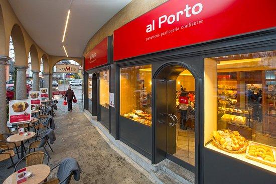 Muralto, Suiza: La nuova entrata del Café Stazione