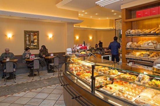 Muralto, Suiza: L'interno del Café Stazione