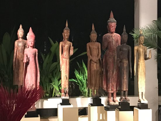 Raffles Grand Hotel d'Angkor: Art on display.