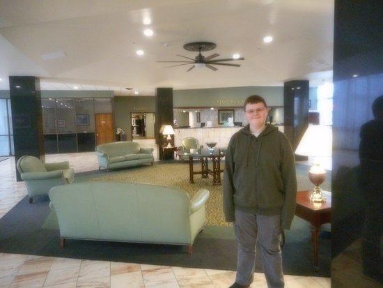 Huntington, WV: spacious lobby