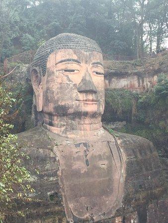 Leshan, Kina: Le parc est très grand, cela peut prendre toute une après midi en prenant notre temps!! Activité