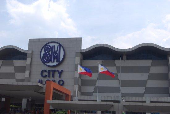 62c750599f72 SM City logoet over indgangen - Picture of SM City Iloilo