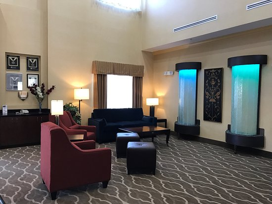 Comfort Suites Fredericksburg North: New Renovations look GREAT!!
