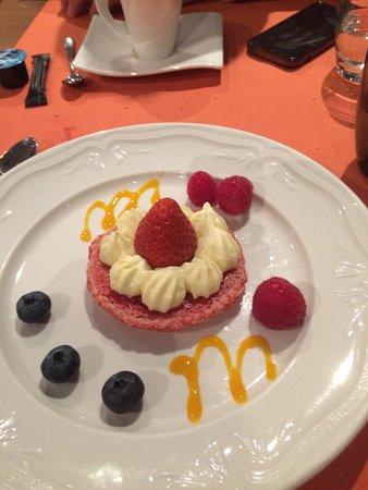 Veysonnaz, Suíça: Le fameux Gros macaron tout rose - Sorbet Framboise / Où est le sorbet