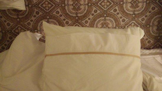 ذا ويستين دوبلن: big pillow, small pillowcase