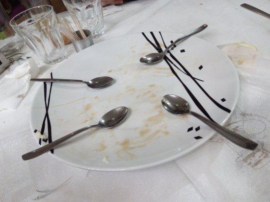 Chalandri, Greece: Όλα άδεια... και τα στομάχια ευχάριστα γεμάτα!