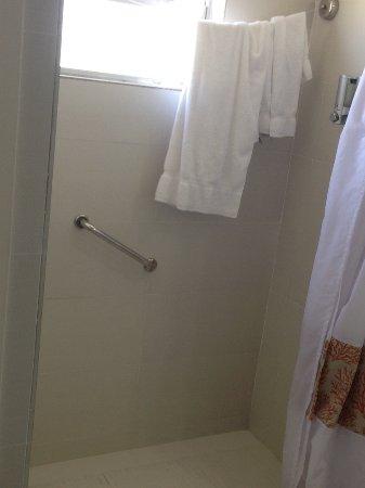 Talk of the Town Hotel & Beach Club: view of bathroom