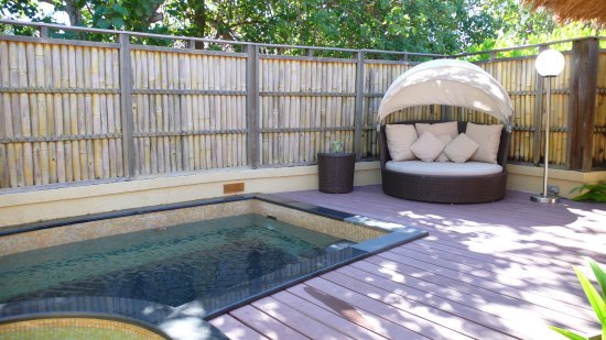 am nagement terrasse l 39 arri re de la villa avec petit bassin et jacuzzi picture of banyan. Black Bedroom Furniture Sets. Home Design Ideas