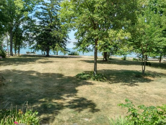 Pelee Places: Stone House front yard with view of Lake Erie