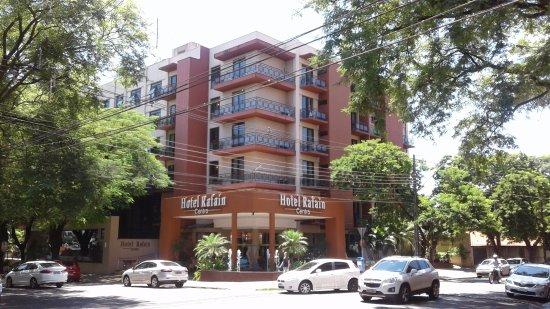 Hotel Rafain Centro: Vista externa do hotel - esquina