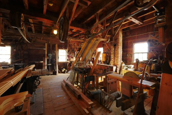 Bowmanville, Canada: The wood shop is quite large.