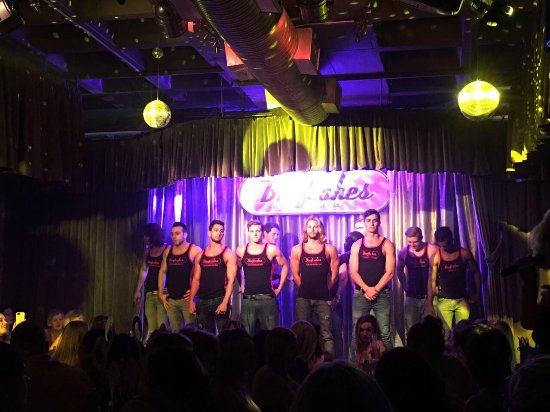 Beefcakes Johannesburg: The Vamps and the waiters (with and without shirts, you're welcome)
