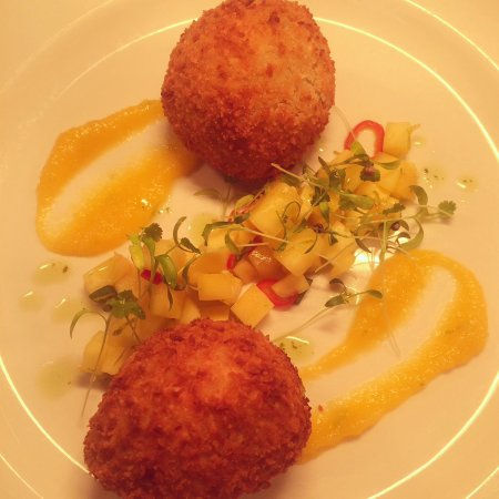 Armagh, UK: Coconut crab cakes with chilli mango salsa and micro coriander
