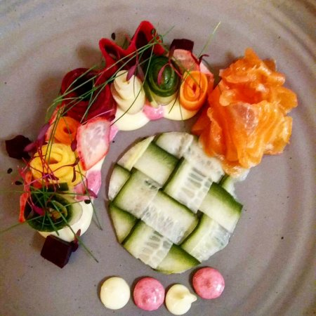 Armagh, UK: Home cured gin salmon with pickled vegetables