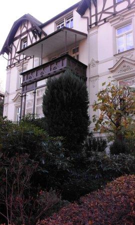 Bad Elster, Alemanha: Straßenansicht der Pension Pax