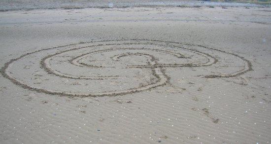Stevenston, UK: The shore with ephemeral sand art