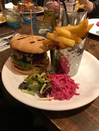 Bonnyrigg, UK: Beetroot Burger.