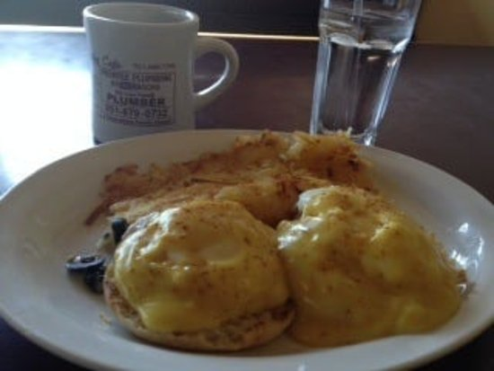 Murrieta, CA: Yummy Eggs Benedict!