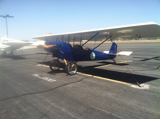Murrieta, CA: There are always some interesting aircraft right outside the Cafe.