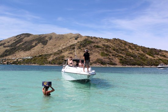 Oyster Pond, Saint-Martin : Captain Debbie delivering the Island way.
