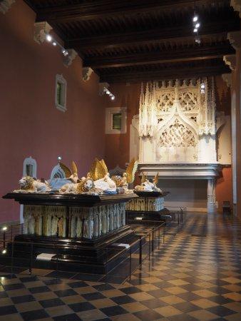Ducal Palace: Les tombeaux des Ducs