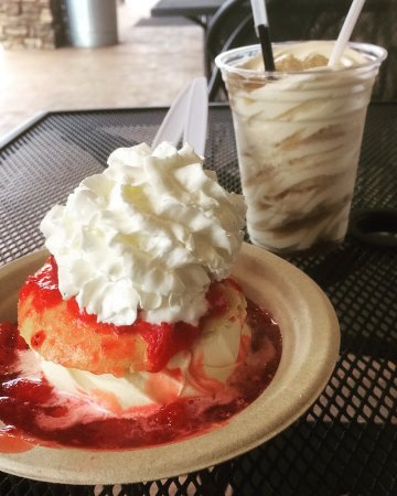 Salem, OR: Strawberry shortcake and root beer float!