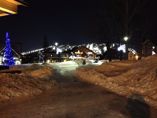 Mont Saint-Sauveur : Night skiing available