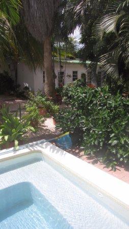 B&B Sombre di Kabana: Zicht op appartementjes in de tuin