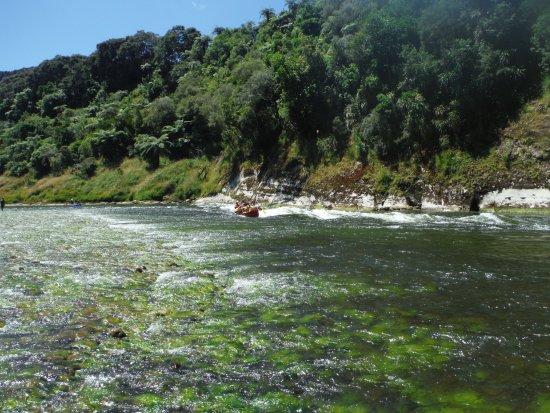 Whanganui, Nya Zeeland: Just below Puraroto Campsite, the Autapu rapid adds thrill to daring