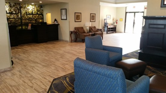 Best Western Leesburg Hotel & Conference Center: Hotel Lobby at BW Leesburg