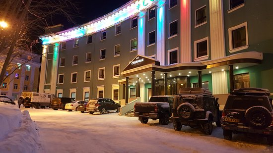 Kirovsk, Russia: внешний вид вечером