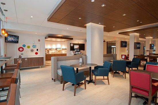 Johnstown, PA: Lobby/Breakfast Seating