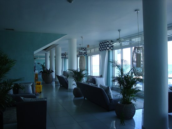 Couples Tower Isle: Lobby facing the ocean, plenty of areas to relax