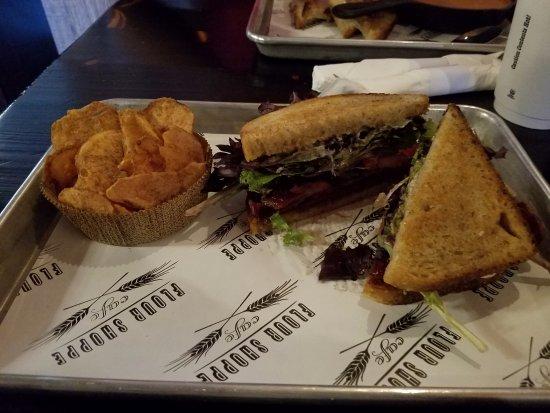 Rockville Centre, Estado de Nueva York: Loved my grande BLT sandwich with homemade chips on side!