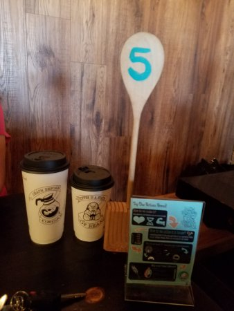 Rockville Centre, Estado de Nueva York: The numbered wooden spoon tells the servers where to bring the food!