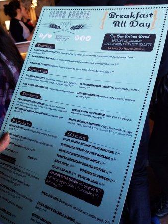Rockville Centre, Estado de Nueva York: Reading the menu as we wait for our table!